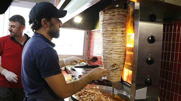 Antalya sıcağı en çok çalışanları vurdu