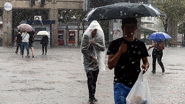Şiddetli yağmur hayatı felç etti