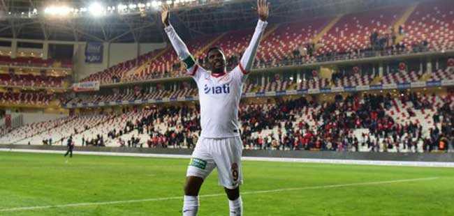 Eto´o 4 gol sonra Antalyaspor´un tarihine geçiyor