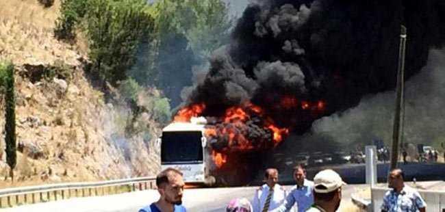 Antalya karayolunda otobüs yandı
