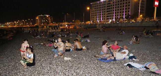 Antalyalılar sahilde sabahladı