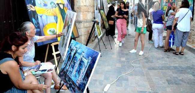 Antalyalı sanatçılardan belediyeye çağrı