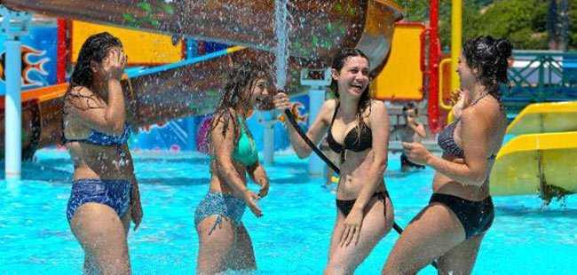 Antalya'da Turistler böyle serinledi