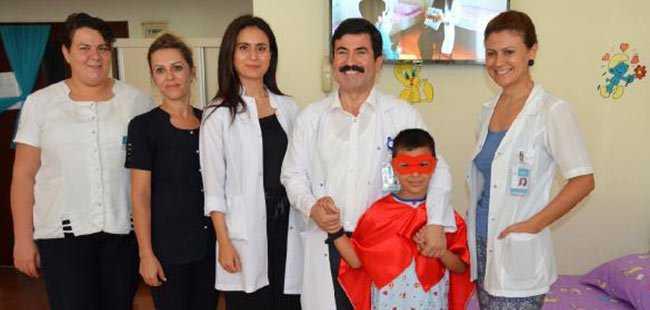 Alanya'da süper kahramanlı ameliyat