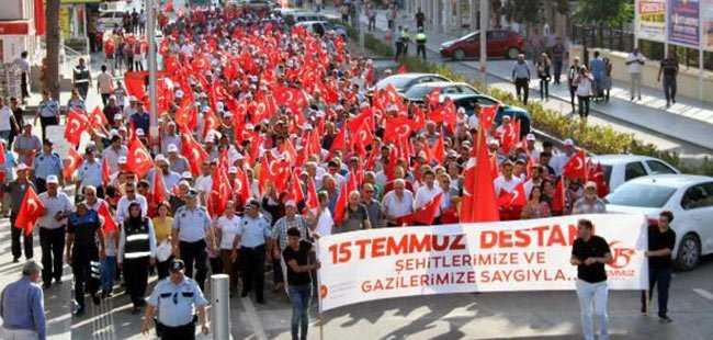 Serik'te 15 Temmuz yürüyüşü