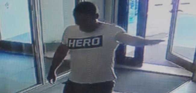 'HERO' tişörtü giyen garsona gözaltı