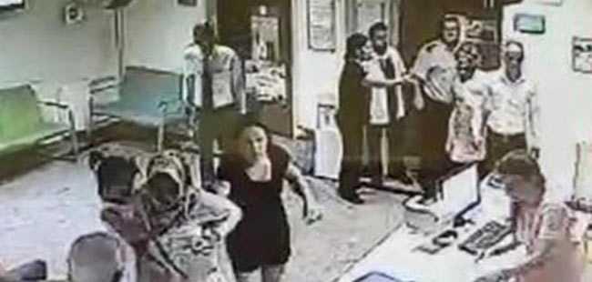 Çocuğu öğürdüğü için doktora saldırdı