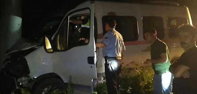Öğrenci taşıyan minibüs kaza yaptı