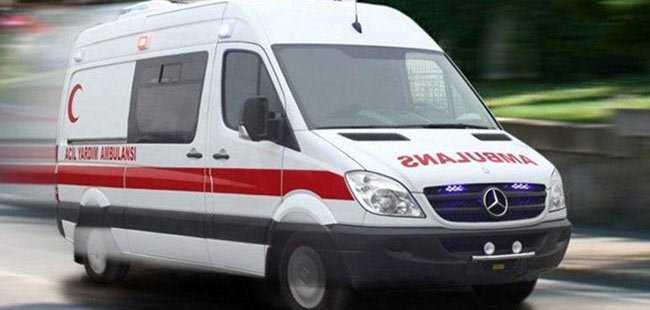 Antalya'da iki otomobil çarpıştı