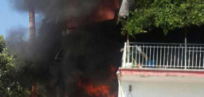 Demre'de ev yandı