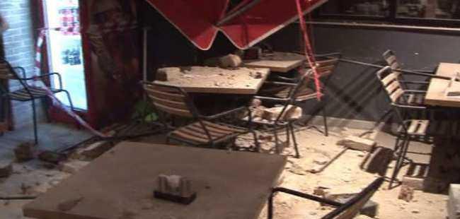 Tarihi binadan taş yağdı