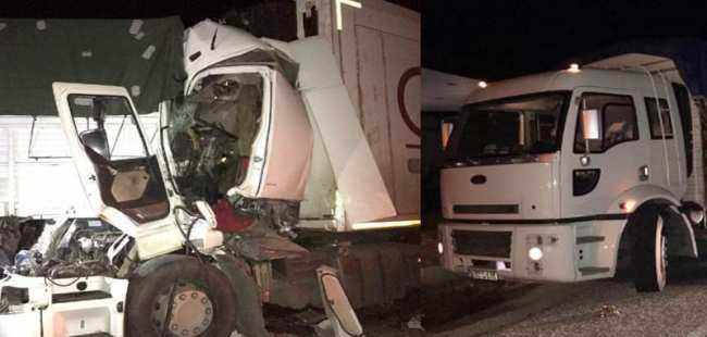 TIR'la kamyon çarpıştı