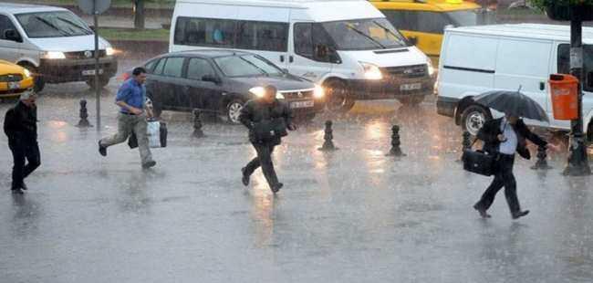 Beklenen yağmur başladı ama İstanbul'da