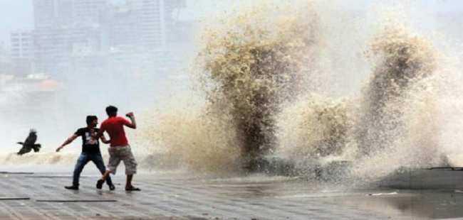 Yükselen deniz felaket getirdi