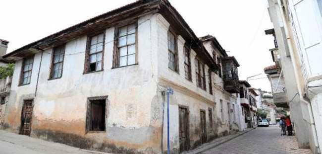 Tarihi Finike evleri turizme kazandırılıyor