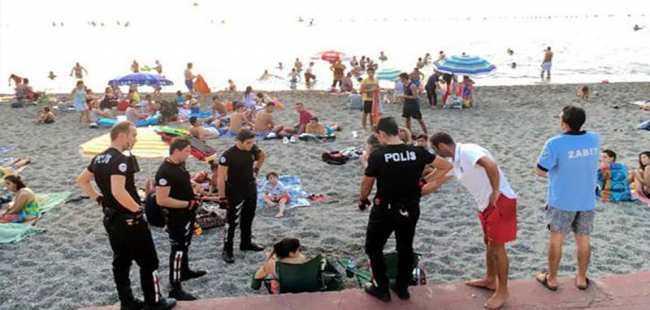 Plajda içki içen iki doktora para cezası
