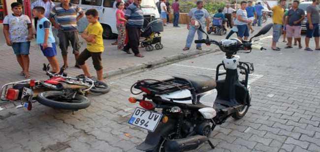 Gazipaşa'da motosikletler çarpıştı