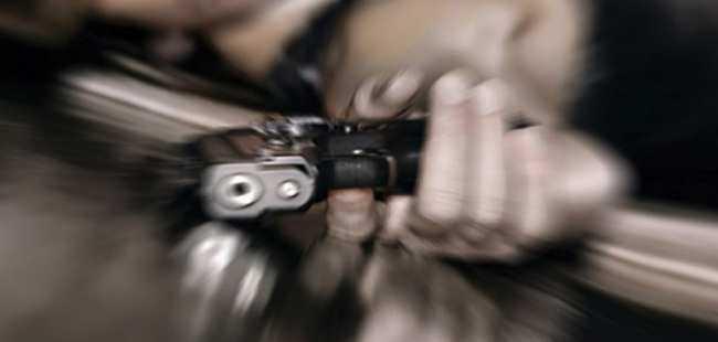 Köstebek tabancasıyla kendini vurdu