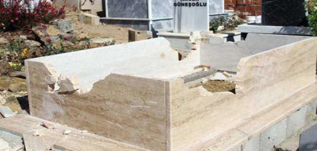 Alanya'da mezarlar parçalandı