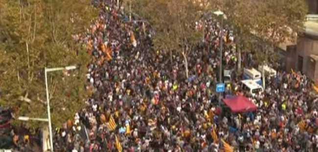 Katalonya bağımsızlık ilan etti!