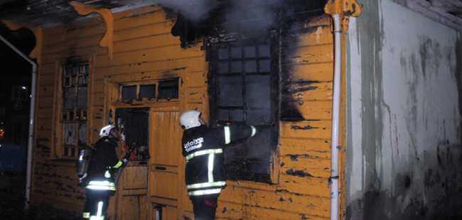 Tarihi camide yangın çıktı
