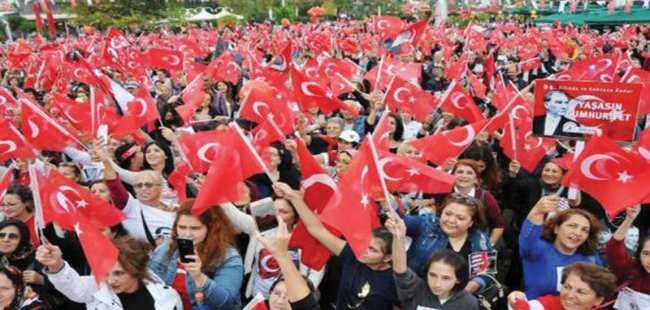 Binlerce kadın İstiklal Marşı'nı okudu