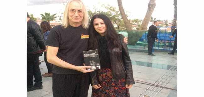 Antalyalı yazar kitabını imzaladı