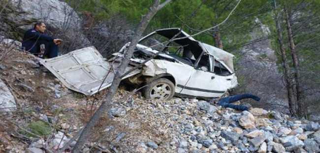 Otomobil 150 metrelik uçuruma yuvarlandı