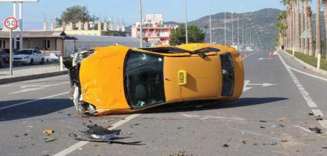 Antalya'da taksi takla attı