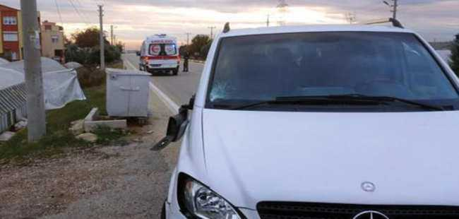 Antalya'da minibüs yayaya çarptı