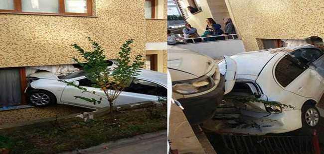 Otomobil pencerede asılı kaldı