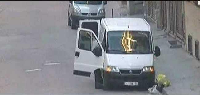 İstanbul'da araçtan bomba çıktı