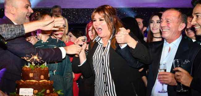 Yeni yaşını ünlü sanatçılarla kutladı