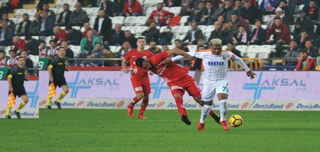 Derbiyi Antalyaspor kazandı