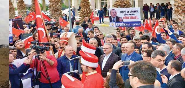 Çavuşoğlu'na Antalya'da coşkulu karşılama