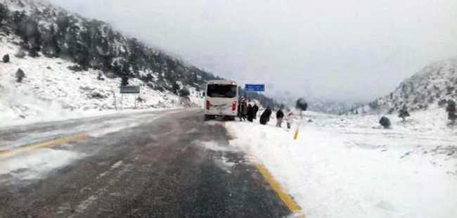 Antalya'da kar ulaşımı etkiledi