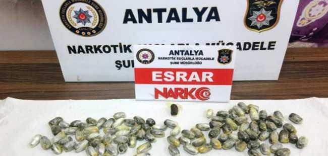 Midesinden 95 kapsül uyuşturucu çıktı