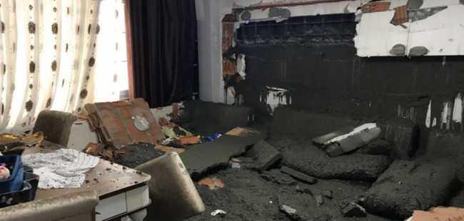 İnşaata beton atarken binanın duvarı çöktü