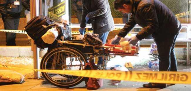 Evsiz yaşayan engelli öldürüldü
