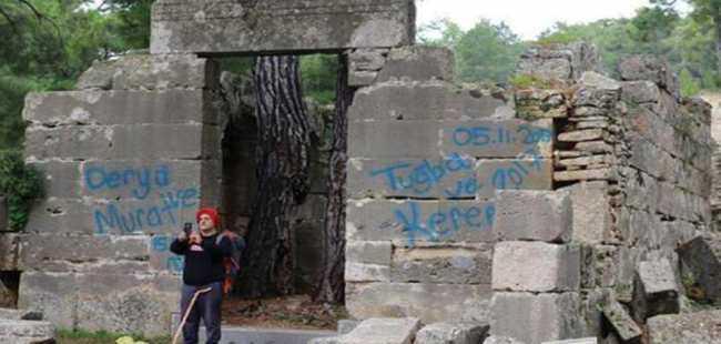 Antalya'da tarihe saygısızlık
