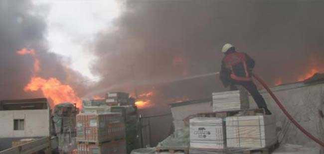İstanbul'daki dev yapı marketinde yangın