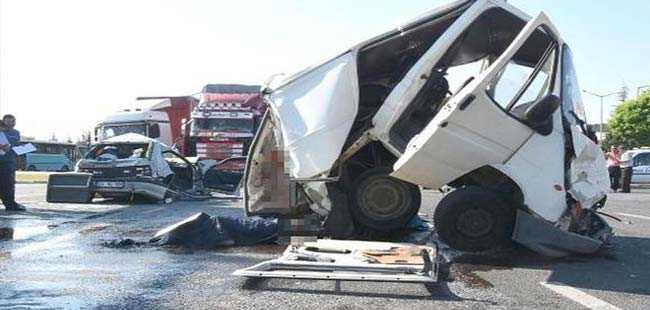 Kavşakta kamyon faciası