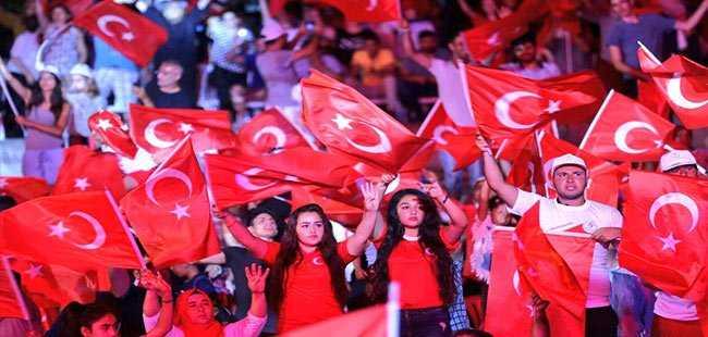 Antalyalılar bu akşam da tek yürek oldu