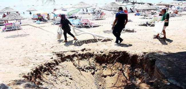 Halk plajı çöktü