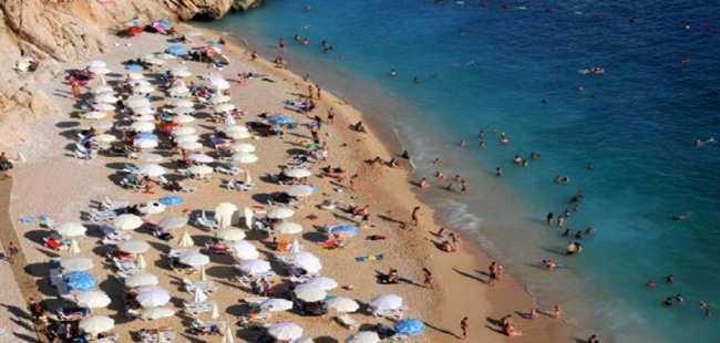 Kaputaş Plajı turist akınına uğruyor
