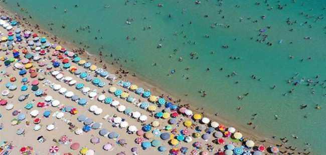 Tatilin uzaması turizmcileri sevindirdi