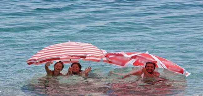 Tatilciler denize böyle girdi