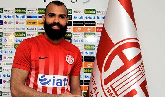 Sandro İtalya'ya transfer oldu