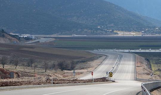 Yol çalışmalarının 25 km'si tamamlandı