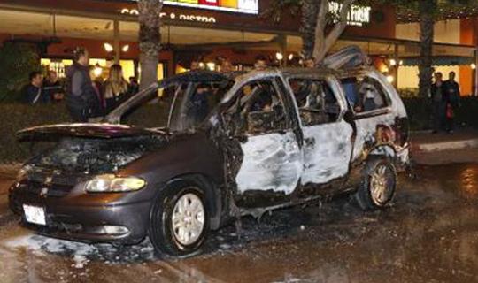 Antalya'da otomobil küle döndü